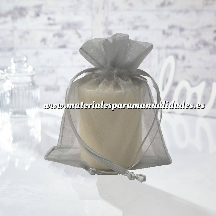 Imagen Tamaño 13.5x19 cms. Bolsa de organza Gris Plata 13.5x19 capacidad 13x17 cms.
